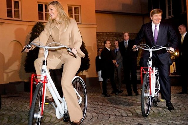 Король и королева на велосипедах. Фото с сайта vivamaxima.centerblog.net
