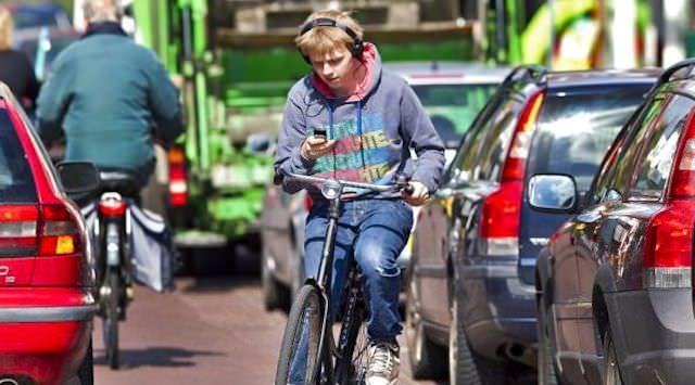 Голландский подросток на велосипеде