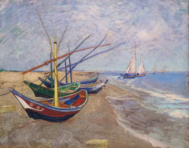 Рыбацкие лодки на берегу Сан-Мари-де-ла-Мер