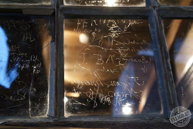 Автографы на окне-01