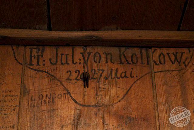 Автографы на стене домика Петра