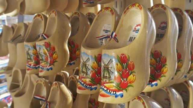 фото голландии национальная обувь