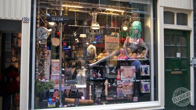необычные секс фото на улице и в магазине