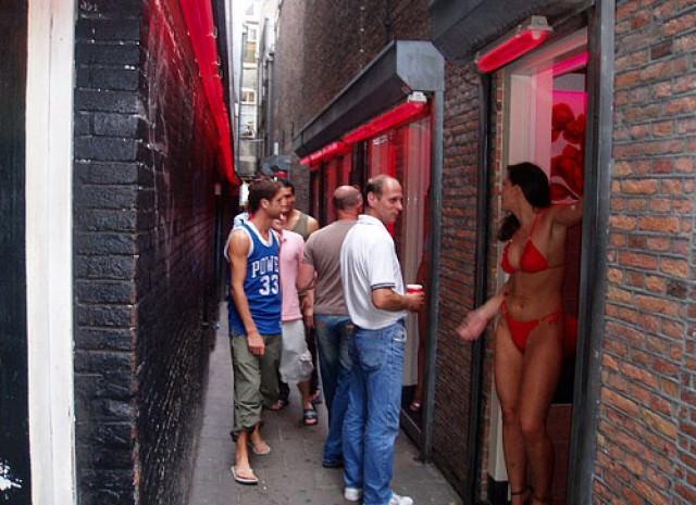 Прогулка по улице красных фонарей (30 фото) .
