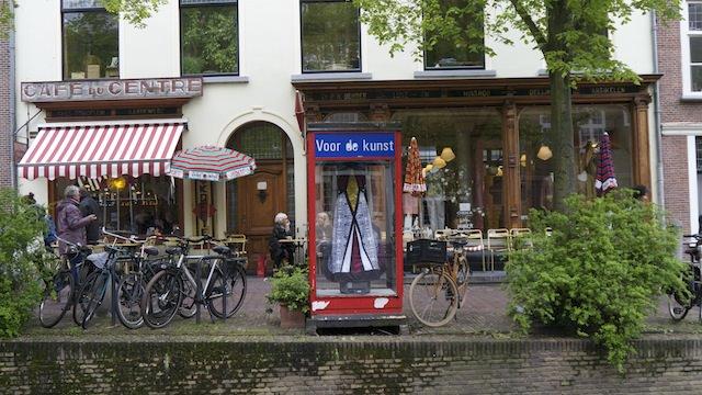 Художественная галерея в телефонной будке