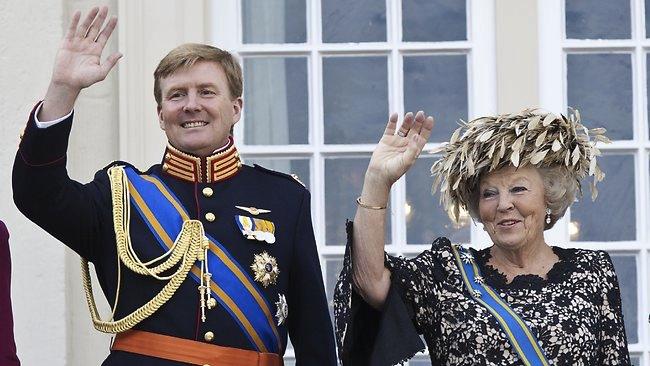 Королева Нидерландов Беатрикс с сыном