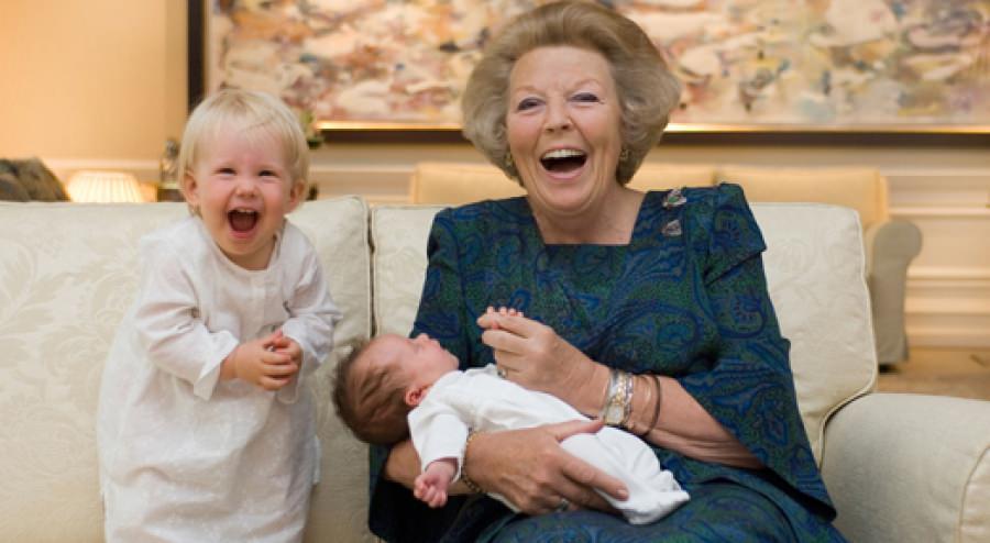 Беатрикс с внучками