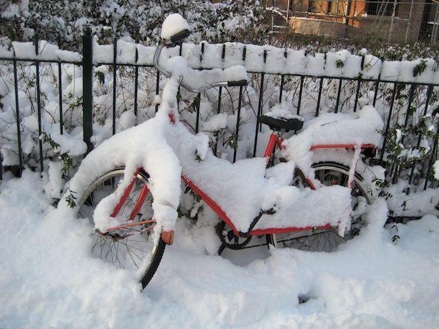 велосипеды в снегу