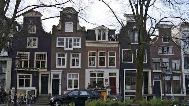 Танцующие дома Амстрдама