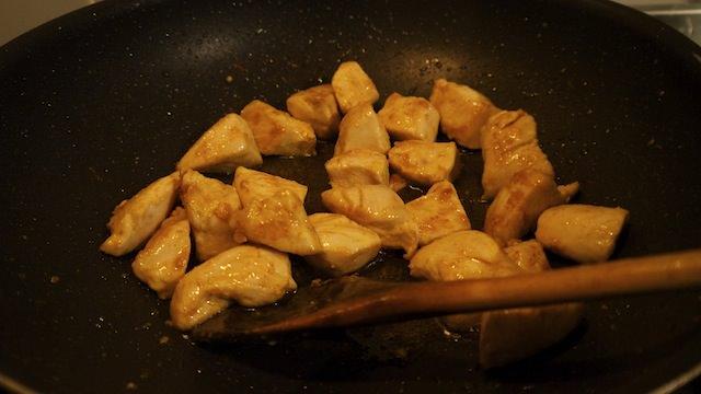 обжарить курицу на сковородке