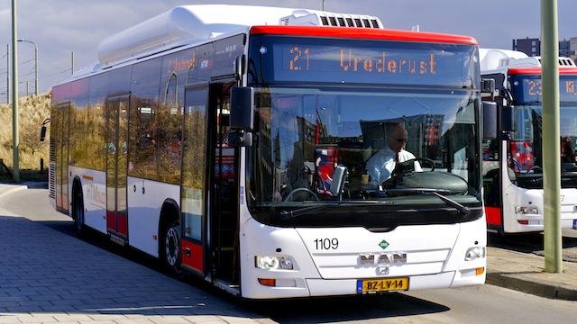 вход в автобус через переднюю дверь