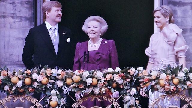 бывшая королева и новые король и королева Нидерландов