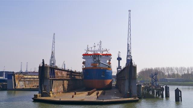 доки для кораблей в порту Роттердама