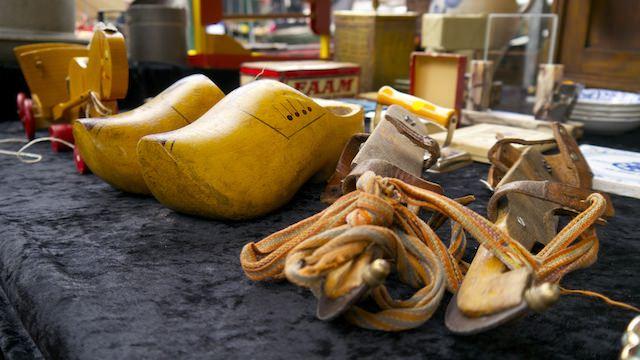деревянные кломпы и коньки