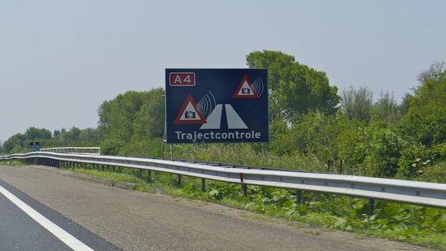 предупредительные щиты в Нидерландах