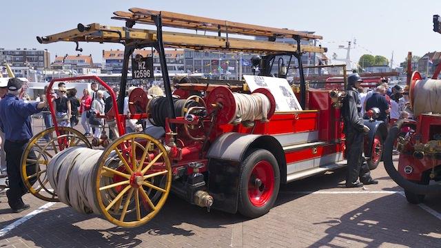 старинная пожарная машина