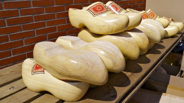 традиционные голландские кломпы