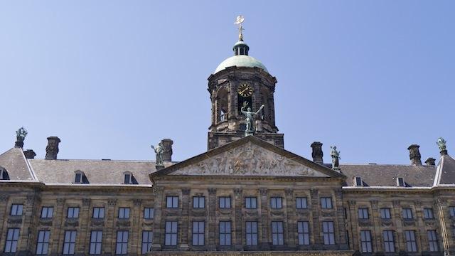 строгая архитектура дворца