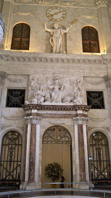 Дева Богородица, как олицетворение Амстердама