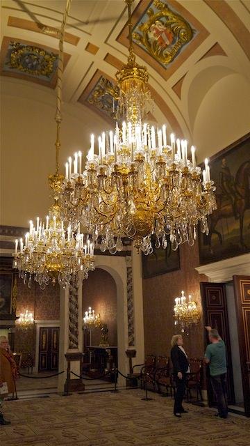 восхитительные люстры в Корабельном зале