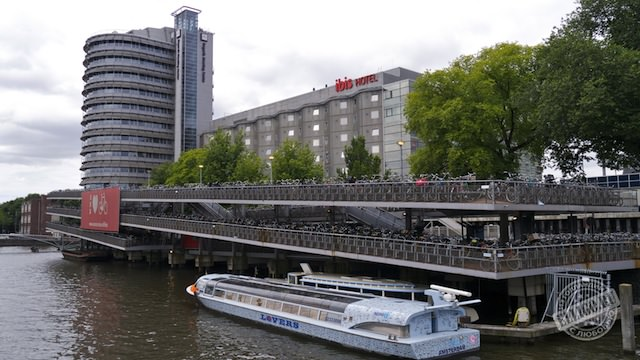 Велопарковка в Амстердаме01