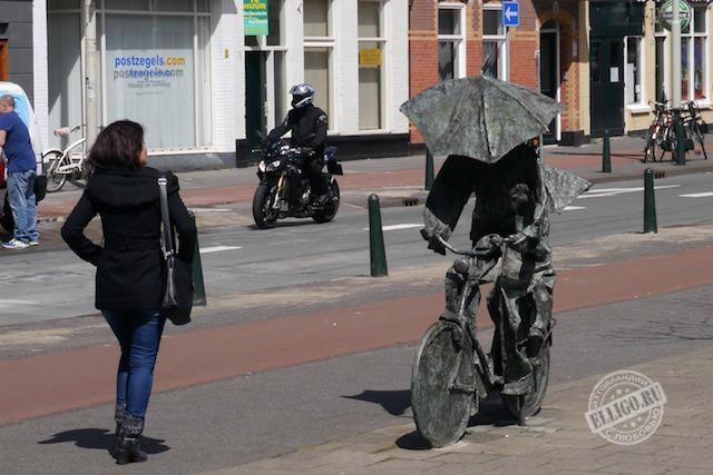 Памятник велосипедисту в Гааге