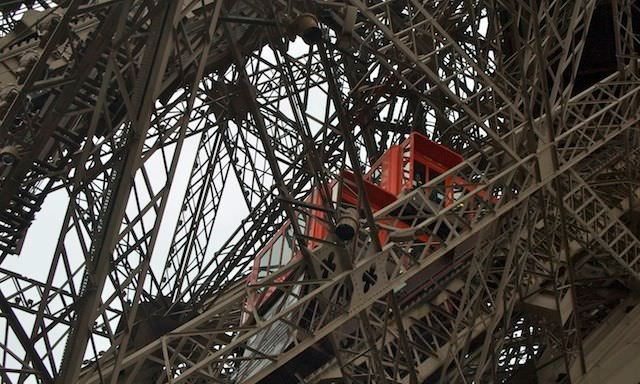 лифт Эйфелевой башни