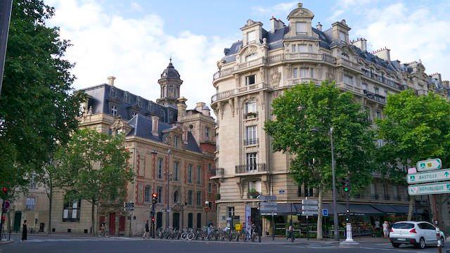 день в Париже