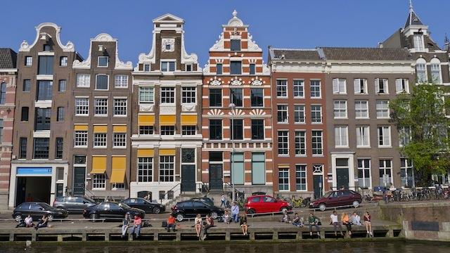 Старинные дома вдоль каналов