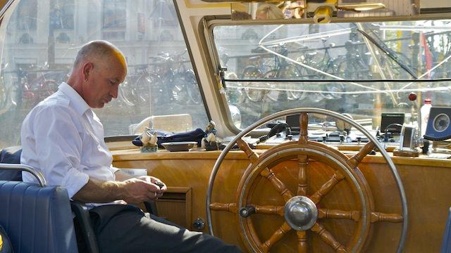 Капитан готовится к рейсу