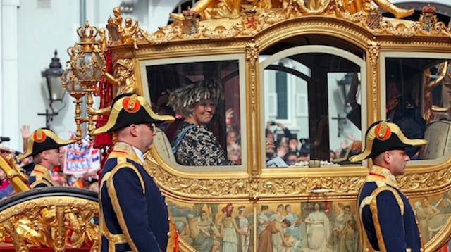 Королева Беатрикс в золотой карете, фото с сайта www.lifeandhorses.com