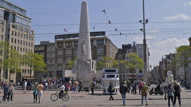 Национальный монумент на площади Дам