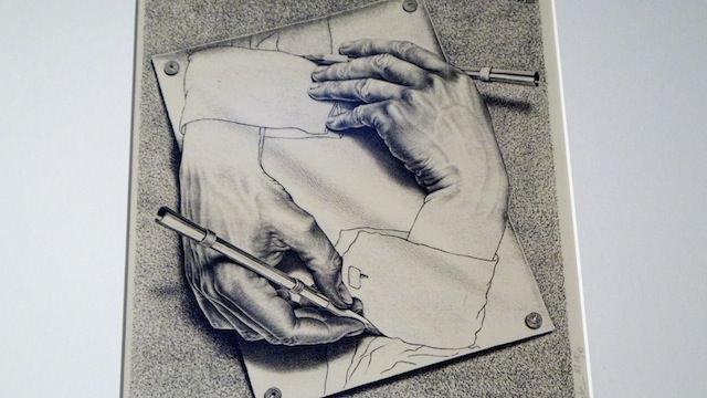 "Картина Эшера ""Рисующие руки"""