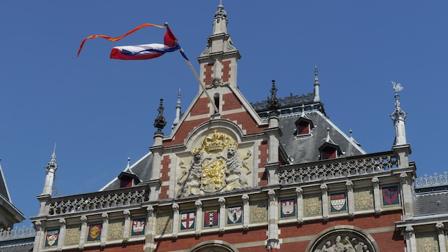Символ Амстердама на здании Центрального вокзала