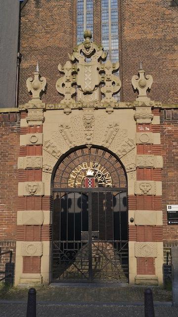 Фасад отеля в Амстердаме