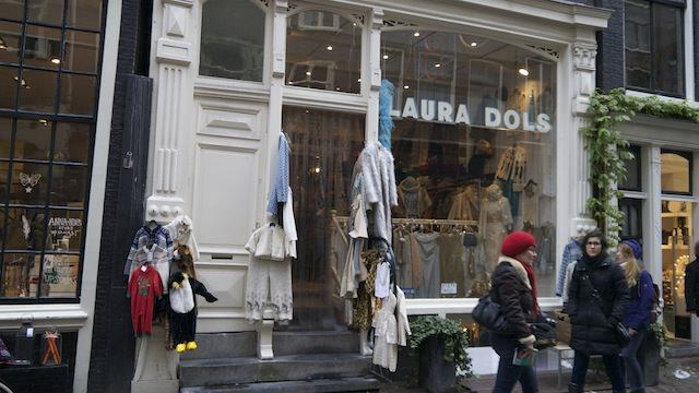 """Магазин подержанныйх вещей """"Laura Dols"""""""