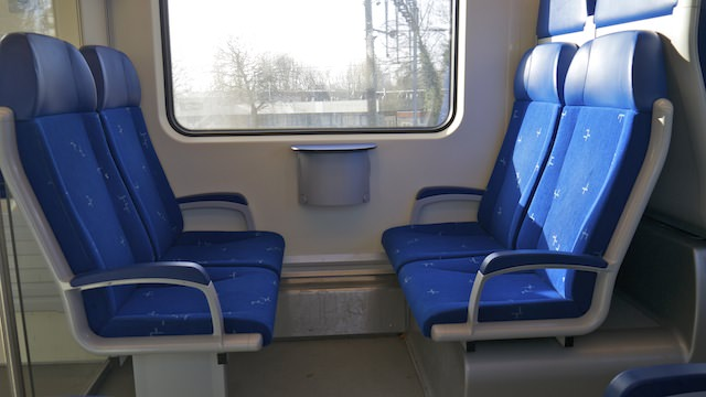 Сиденья в поезде