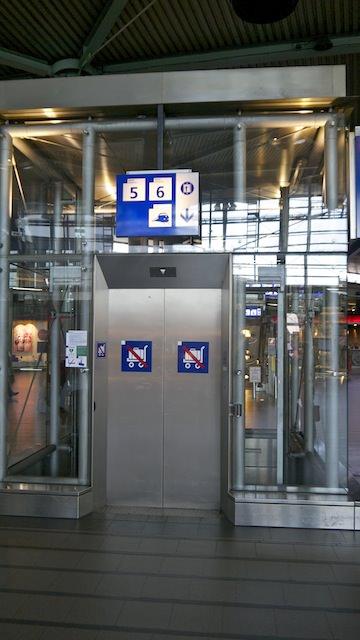 Грузовой лифт на железнодорожную платформу