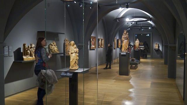 Средневековые залы