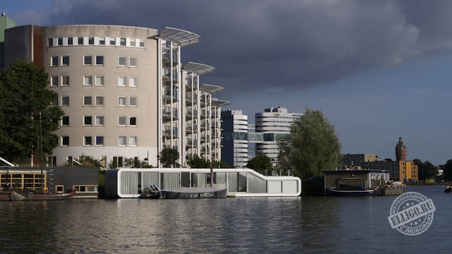 Плавучий дом в Амстердаме