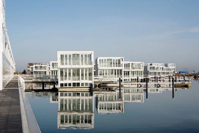 Новый плавучий район Амстердама, фотография с сайта rohmer.nl