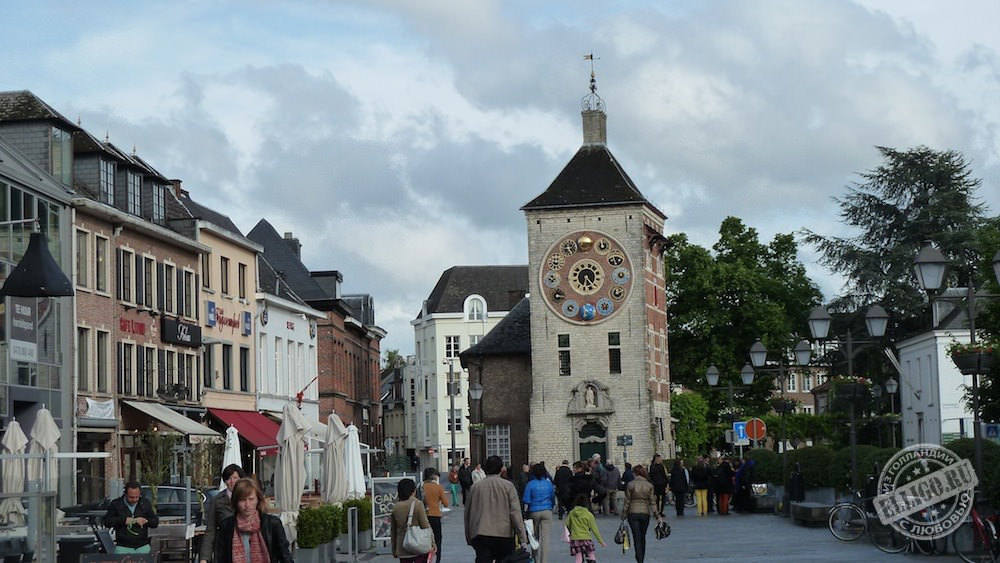 старинные часы в Лиер