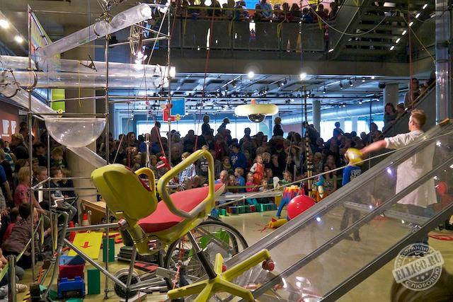 Цепная реакция в Музее НЕМО в Амстердаме