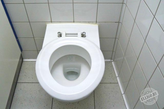 toilet in Schiphol