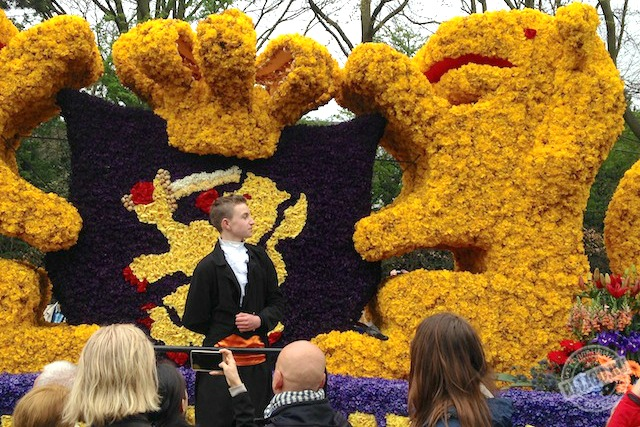 Скульптуры из цветов в Голландии