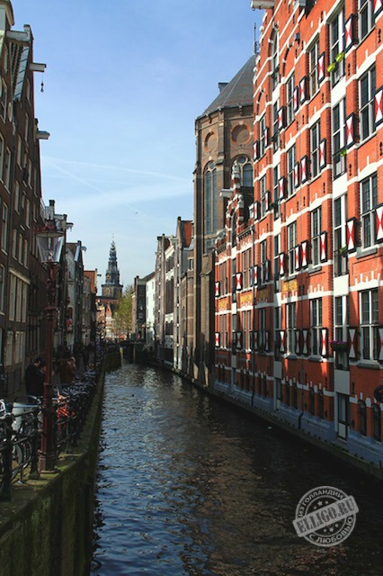 canal_in_Amsterdam