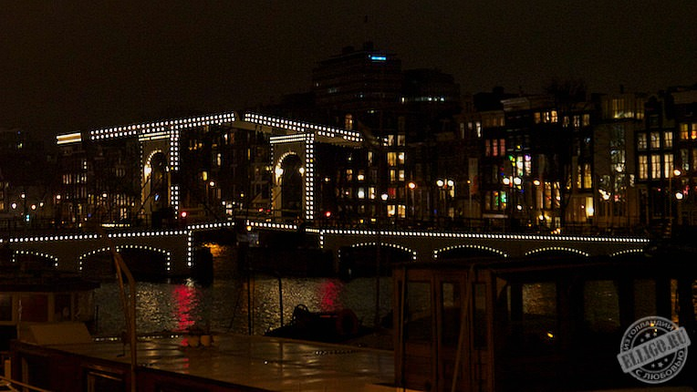 Magere brug in the night